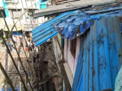One hurt as gallery of residential building collapses in Thane