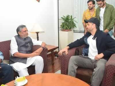 Hrithik Roshan meets Sushil Kumar Modi in Bihar