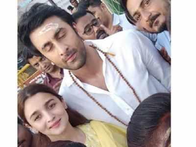 Ranbir Kapoor and Alia Bhatt visit Kashi Vishwanath temple