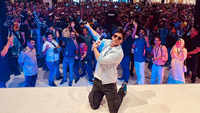 Shah Rukh Khan on reaching 39 million fans on Twitter: Keep love flowing