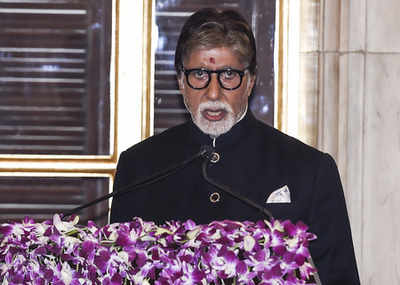 Amitabh Bachchan lauds efforts of doctors and medical staff; urges fans to stay indoors amid lockdown