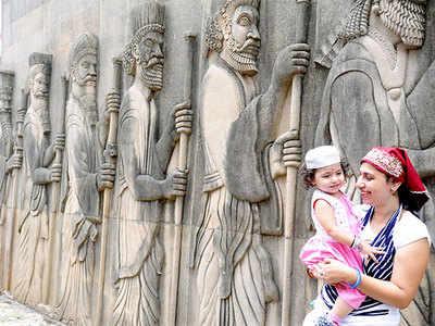 Navroze Mubarak to Mumbai's Zoroastrians!