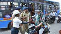 No challans, cops in Surat present red roses to motorists violating traffic rules