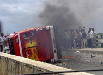 Maharashtra bandh LIVE updates: Maratha Kranti Morcha calls off Mumbai bandh; Police shoot tear gas on protesters who have gathered on Mumbai-Pune expressway