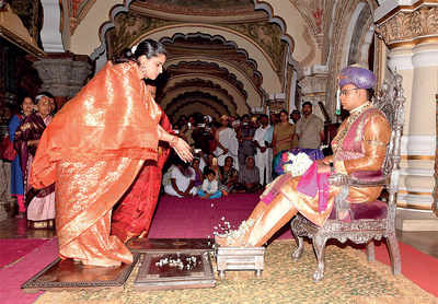 It has been 56 yrs since a pregnant 'queen' took part in Dasara festivities