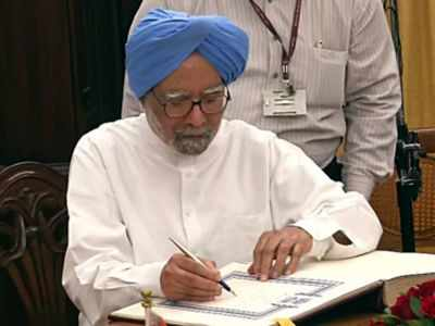 Dr Manmohan Singh slams government for economy slowdown, Finance Minister Nirmala Sitharaman responds