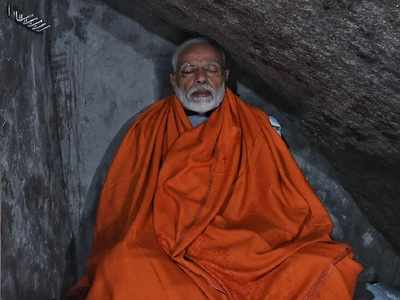 PM Modi offers prayers at Kedarnath, to visit Badrinath on Sunday