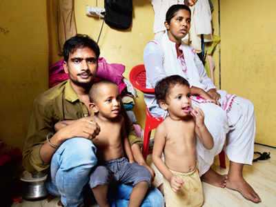 Mumbai: Versova auto driver who plied with 2-year-old son gets help within hours