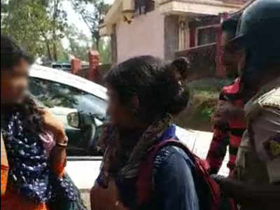 Mangaluru: Right-wing activists assault Hindu girls for hanging out with Muslim boys