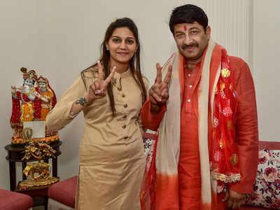 Sapna Chaudhary campaigns for Manoj Tiwari in Delhi