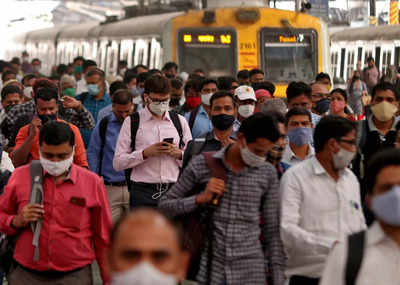 Central Railway warns against old and fake videos of the crowd at stations in different groups