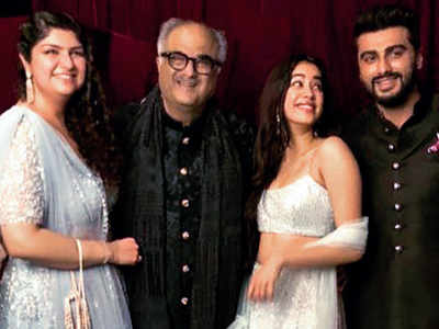 Boney Kapoor's family vacation with Arjun, Anshula, Janhvi and Khushi