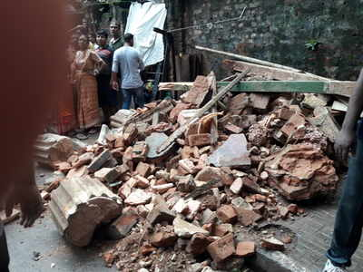 Kolkata: A century-old building collapses in Taltala, two dead