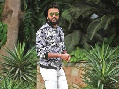 Riteish Deshmukh gets stuck at Hyderabad airport, criticises safety measures