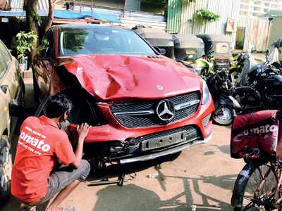Speeding Mercedes kills 19-yr-old food delivery boy