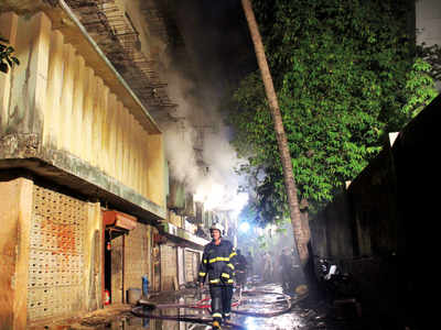 Fire breaks out at plastic godown In Malad