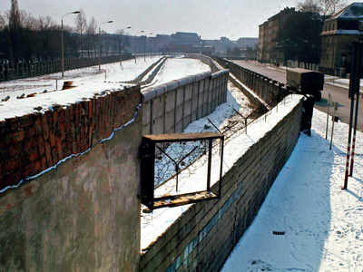 30 years after the fall of Berlin Wall, east-west divide remains