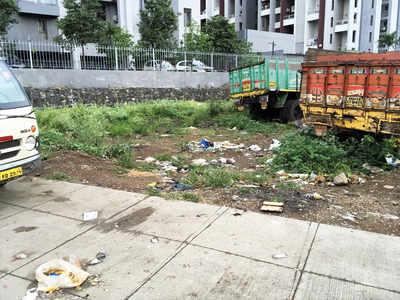Illegal garbage dumping raises a stink in Kharadi