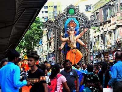 No crowds, no processions: Uddhav Thackeray urges Ganesh Mandals to keep the festival simple