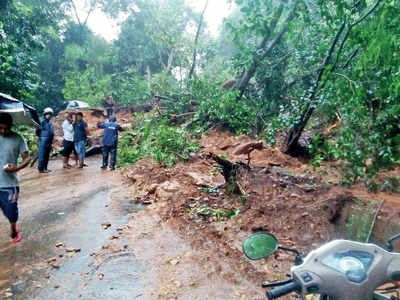Karnataka: Charmadi Ghat hit by landslides