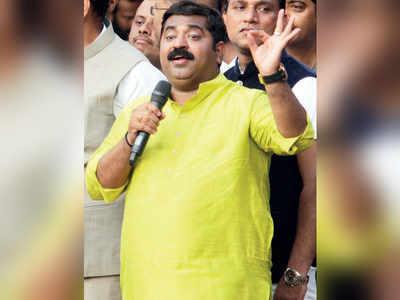 BJP MLA Ram Kadam issues half-hearted apology, Maharashtra CM Devendra Fadnavis stays mum