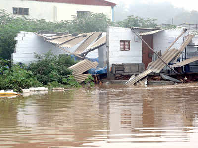 Hosakere Lake bund breach floods houses