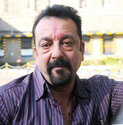Budget cut: Sanjay Dutt takes to bidis in Yerwada