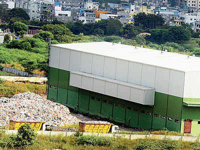 PMC flouts own undertaking, dumps waste in open ground