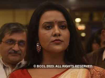 Tree cutting for Thackeray memorial? Amruta Fadnavis slams Shiv Sena