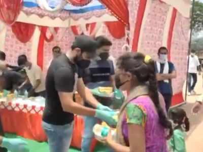 Mohammad Shami distributes food packets, masks in Uttar Pradesh