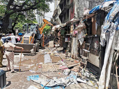 Byculla footpaths will see pedestrians after 40 years as BMC demolishes 157 hutments along Morland Road