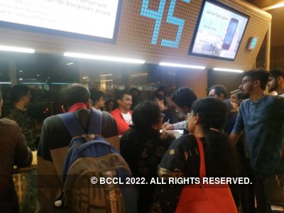 SpiceJet passengers stranded for more than 12 hours at Mumbai airport