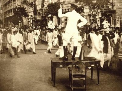 Throwback Thursday: British policeman controls traffic during Ganpati Visarjan in 1930s