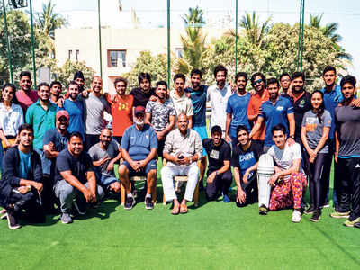 Kirti Azad gives tips to Kabir Khan's squad of 83