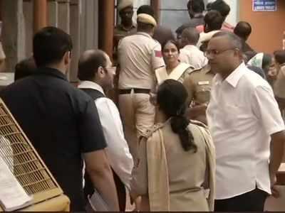Sonia Gandhi, Manmohan Singh visit Tihar jail to meet P Chidambaram
