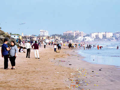 Ten-fold jump in fine for dirty Juhu, Versova beaches