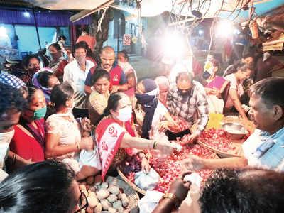 3-week lockdown: Panic buying in Mumbai; enough stock, assures state