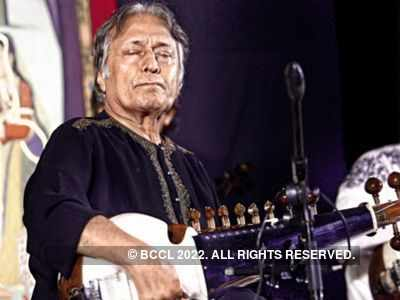 Ustad Amjad Ali Khan gives land for a hospital in Kerala