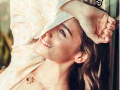 Alia Bhatt tests negative for COVID-19, shares a beautiful sun-kissed picture