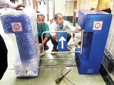 CR begins installing flap-based gate system at CSMT
