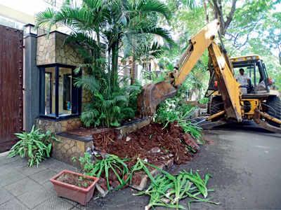 BMC demolishes 20 footpath encroachments in Mumbai's Juhu area