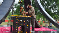 Akshay Kumar meets BSF troops, pays homage to martyrs