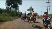 9-yr-old boy falls from galloping horse, climbs back up in filmy style and wins race