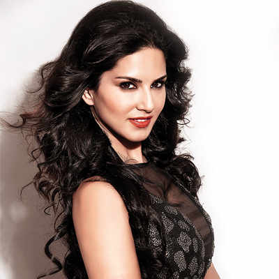 Sunny Leone gives back to the journalist's sexist interview in the best way possible