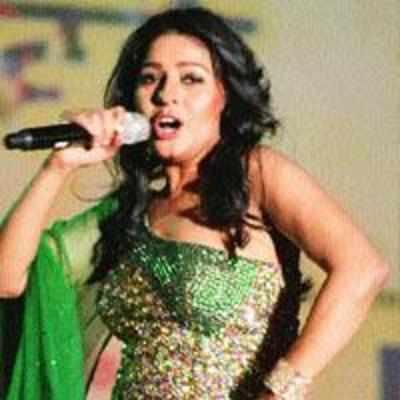 '˜Sheila' singer croons, enthrals cyber citizens