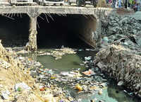 Delhi: Agencies play blame game over desilting