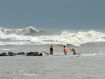 Cyclonic Nisarga fury bypasses Mumbai, batters Konkan; disrupts city's efforts to rein in the Covid-19 virus