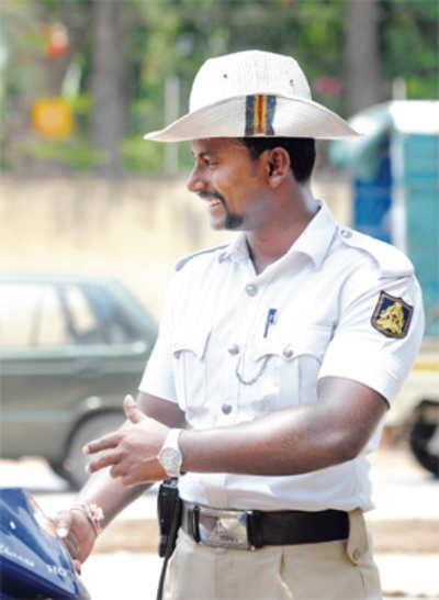 Traffic cop's fan club buys him IPL tickets