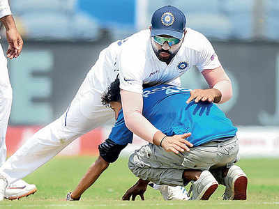 Double ton for Virat Kohli, but Rohit Sharma gets worshipped