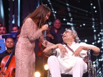 Indian Idol 2020: Neha Kakkar donates Rs 5 lakh to veteran Bollywood lyricist Santosh Anand